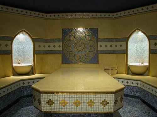 В турецкой бане хамам красиво, но как то дерево предпочтительнее мрамора