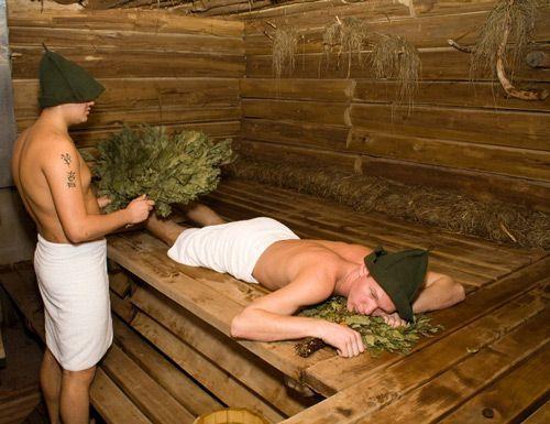 Париться в русской бане нужно правильно и лучше вдвоём