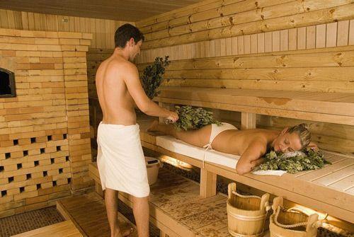 Финская сауна от русской бани отличается сухостью пара